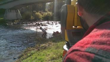 Vermessung am Fluss